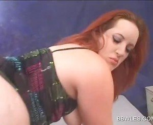 BBW sexy lesbo gets hot pussy fingered