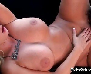 Sizzling Lesbo Tongue Makes A Warm Pussy Touchdown