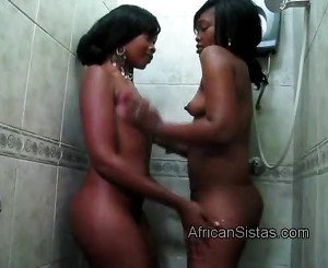 Sexy lesbian couple Maxi and Sajeda enjoy their bodies in the shower