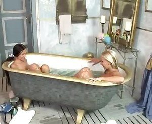 Playgirl Sasha Rose Tongueing Candy M Sweet Muff In The Bathroomtub